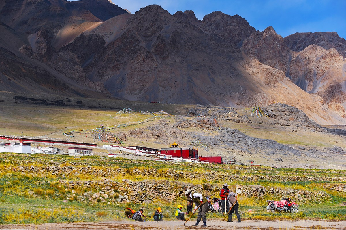 Village near Dangqiong Tso